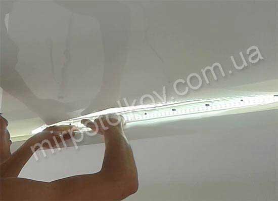 светодиодная подсветка натяжного потолка по периметру фото