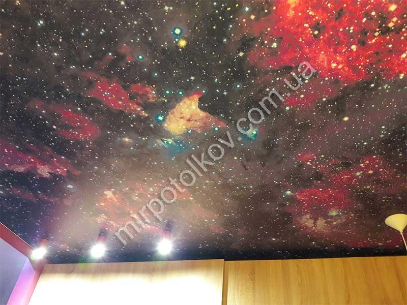 фотопечать звездного неба на потолке