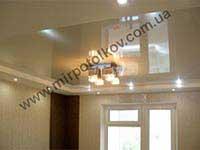 квадратная люстра в натяжном потолке