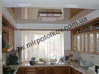 классический интерьер с гляневым потолком