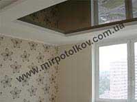 глянцевый коричневый квадратный потолок