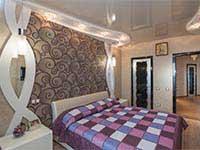 красивый натяжной потолок в спальне