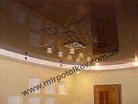 фотография кухни с коричневым потолком