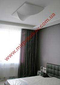 спальня с белым матовым потолком