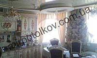 глянцевый потолок в классическом стиле