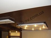 шоколадный натяжной потолок в гостиной