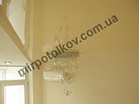 желтый натяжной потолок на кухне