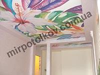 необычные цветы на матовом потолке