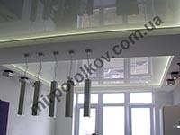 светодиодная лента за глянцевым потолком