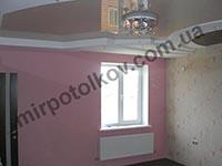 бежевый с коричневым глянцевый потолок