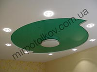 зеленый круг на потолке в зале
