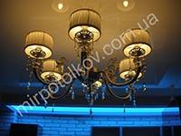 полупрозрачный потолок с цветной подсветкой