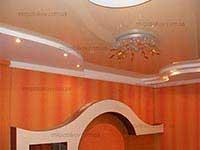 зал с натяжным потолоком