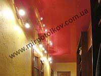 фото коридора с натяжным потолком