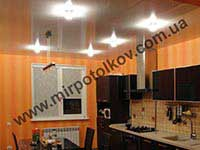 перламутровый потолок с точечными светильниками