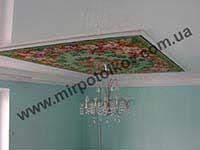 ковер в центре натяжного потолка