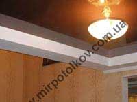 коричневый потолок в прихожей