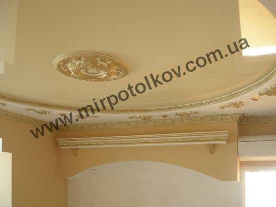 классическая розетка в натяжном потолке