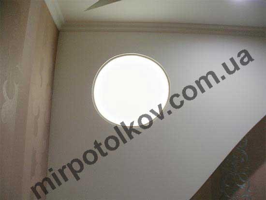 полупрозрачная пленка на стене с подсветкой