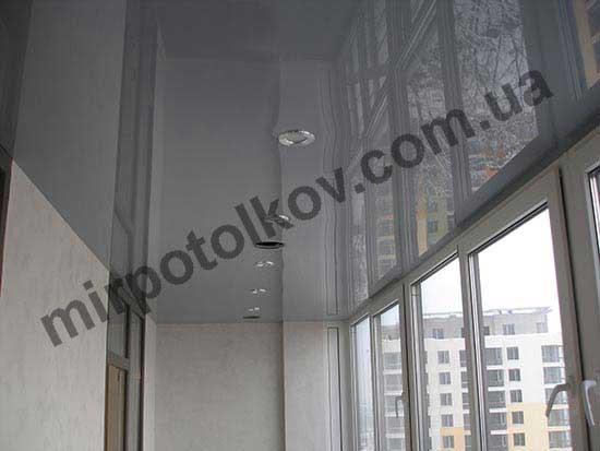 встроенные в натяжной потолок точечные светильники