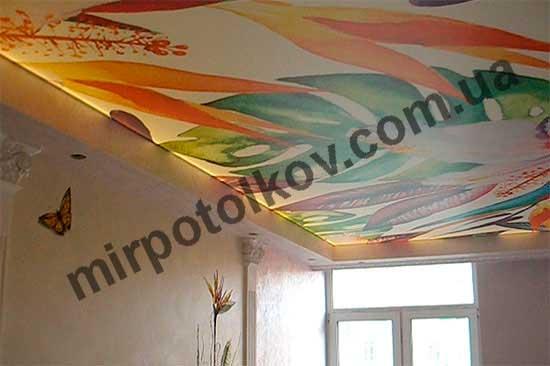 печать цветы на потолке с подсветкой