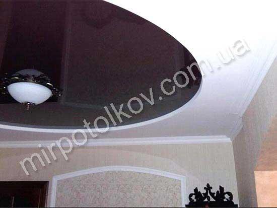 коричневый круглый натяжной потолок в прихожей